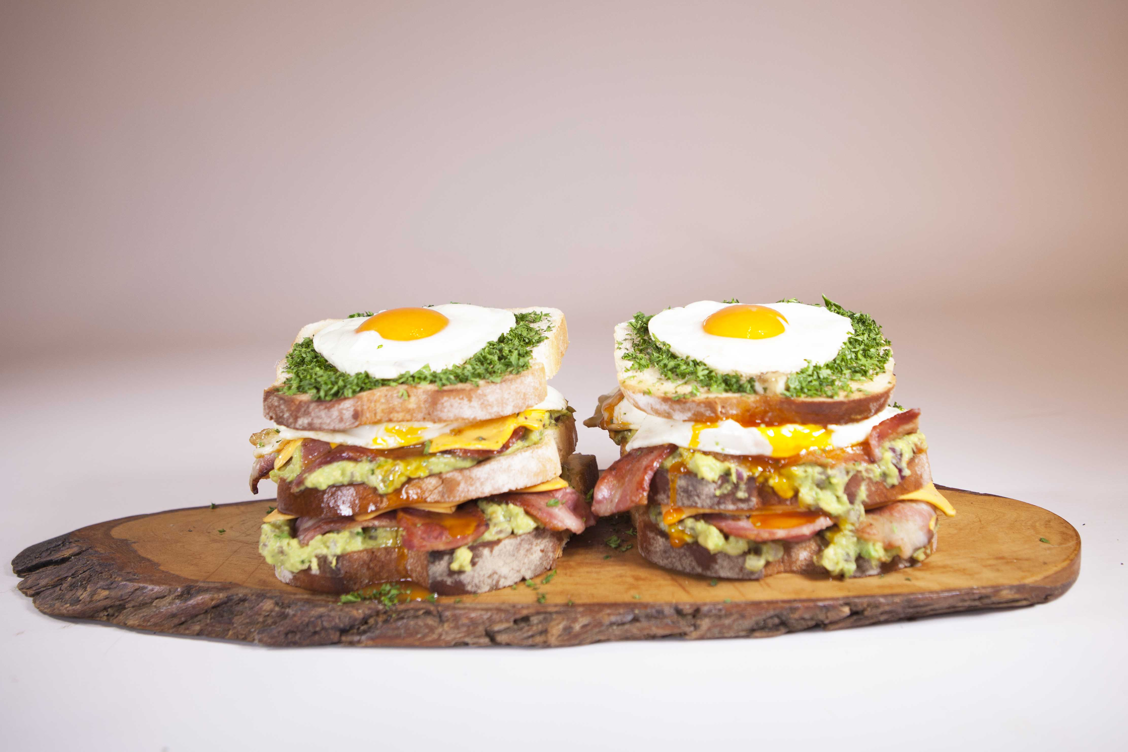 Guacomole_Bacon_eggSandwich